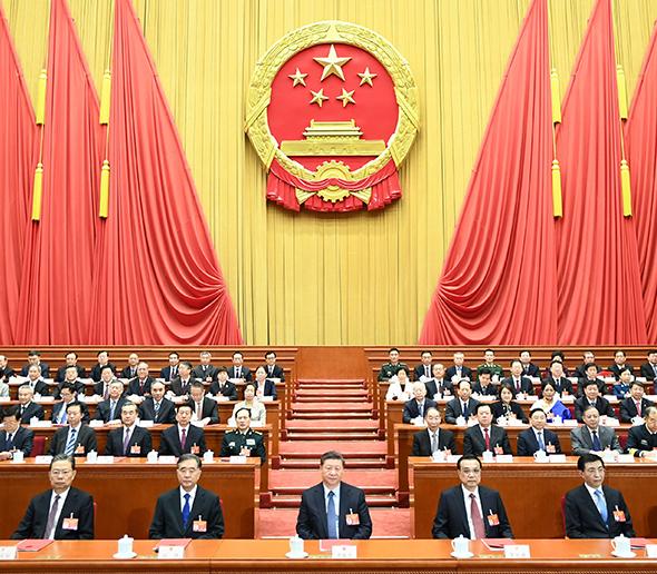 习近平出席十三届全国人大二次会
